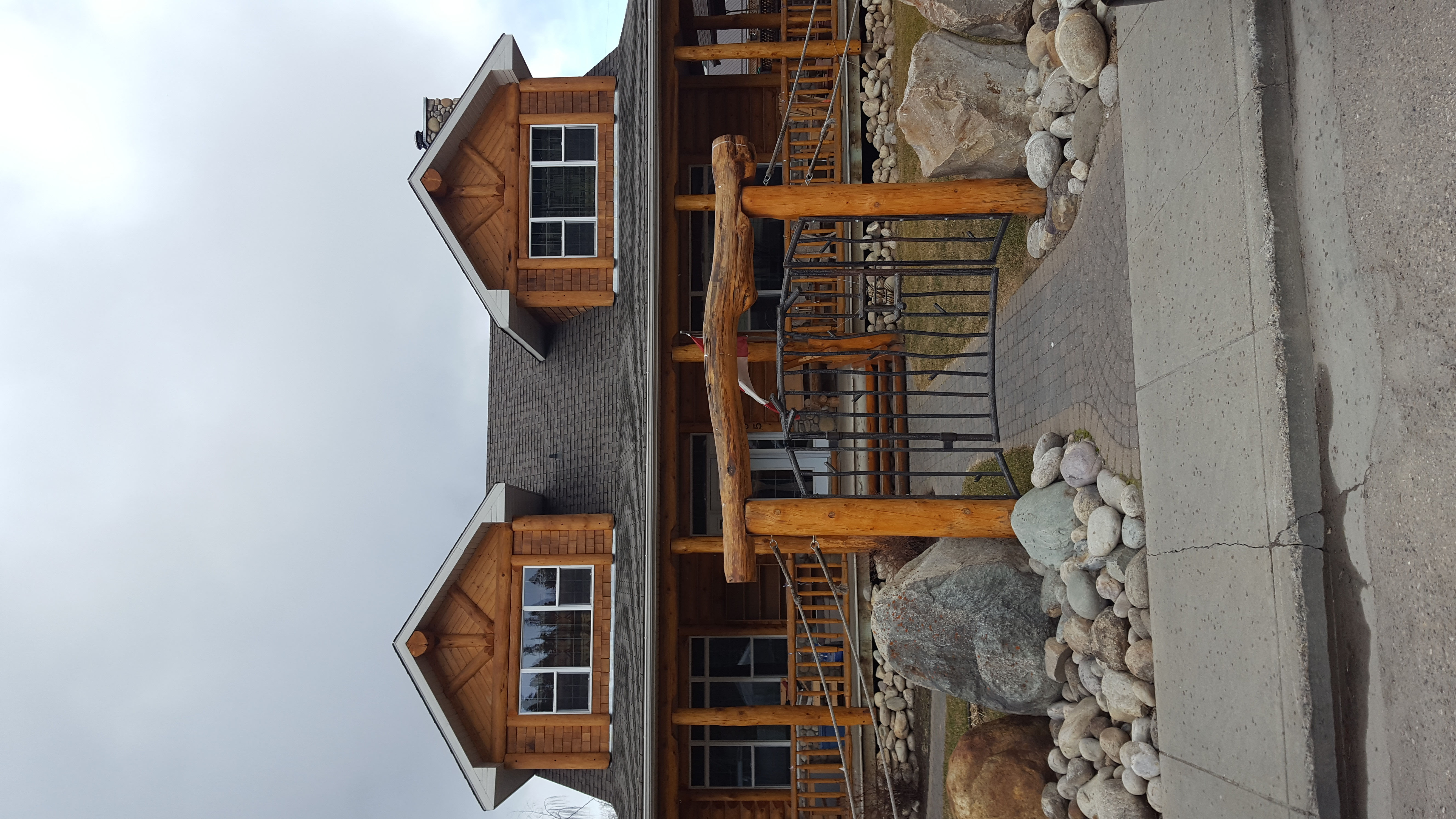 Roche Bonhomme Rustic Suites - image on stayinjasper.com