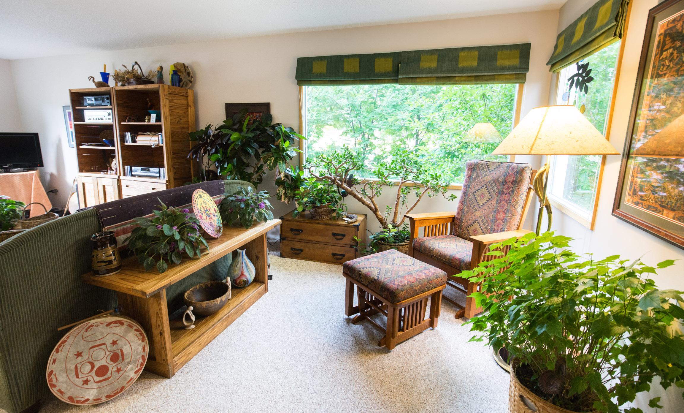Seldom In Guest House - image on stayinjasper.com