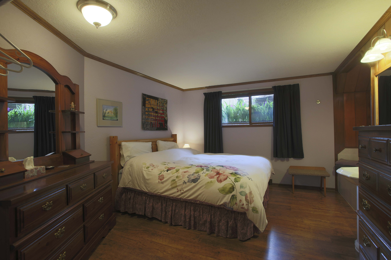 Rainees Rooms - image on stayinjasper.com